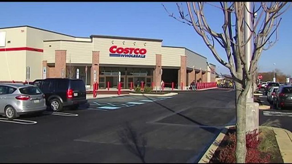 Costco opens at Hamilton Crossings Friday20161118114235_4903936_ver1.0_640_360